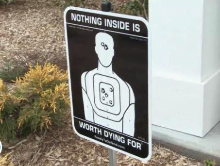 The Funniest Signs You've Never Read! - Image 36